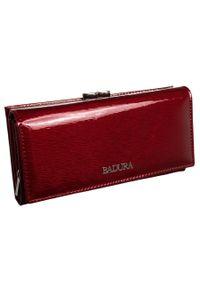 Portfel damski czerwony Badura B-43876P-SH. Kolor: czerwony. Materiał: skóra