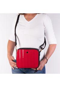 Czerwona torebka Arturo Vicci na ramię, w kolorowe wzory