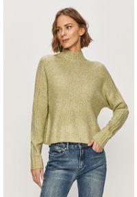 Jacqueline de Yong - Sweter. Typ kołnierza: golf. Kolor: zielony. Materiał: dzianina. Długość rękawa: długi rękaw. Długość: długie