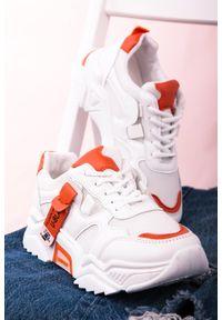Casu - Białe buty sportowe sneakersy sznurowane casu 20f5/o. Kolor: biały