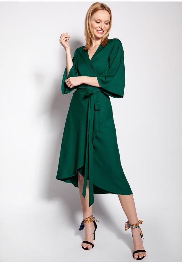 Zielona sukienka rozkloszowana Lanti z kopertowym dekoltem