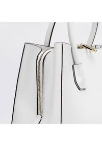 Wittchen - Kuferek skórzany trapezowy mały. Kolor: biały. Materiał: skórzane. Styl: elegancki, casual. Rodzaj torebki: na ramię #2