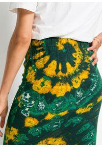 Spódnica shirtowa w batikowy wzór bonprix głęboki zielony - miodowo-biały z nadrukiem. Kolor: zielony. Wzór: nadruk
