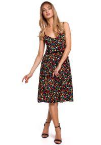 MOE - Rozkloszowana Sukienka w Kwiatki na Cienkich Ramiączkach - Model 6. Materiał: wiskoza. Długość rękawa: na ramiączkach. Wzór: kwiaty