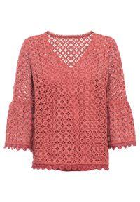 Różowa bluzka bonprix w kolorowe wzory, na ramiączkach, z dekoltem w serek