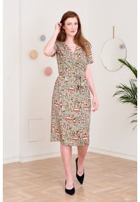 Marie Zélie - Sukienka Irmina Felya. Materiał: poliester, materiał, wiskoza, tkanina, skóra. Długość rękawa: krótki rękaw. Wzór: napisy. Typ sukienki: proste, kopertowe