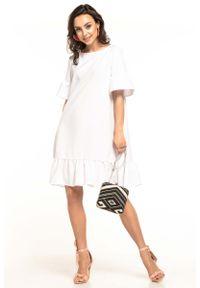 Biała sukienka rozkloszowana Tessita na lato, z falbankami