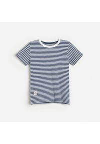 Reserved - Bawełniany t-shirt w paski - Granatowy. Kolor: niebieski. Materiał: bawełna. Wzór: paski
