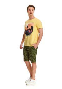 Żółty t-shirt TOP SECRET z nadrukiem, z okrągłym kołnierzem, casualowy