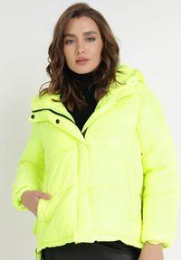 Born2be - Jasnozielona Kurtka Magris. Kolor: zielony. Materiał: tkanina, futro. Wzór: aplikacja