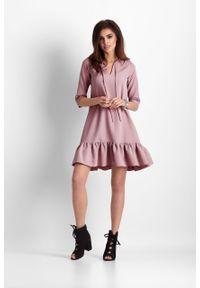 e-margeritka - Sukienka trapezowa z falbaną różowa - 36. Kolor: różowy. Materiał: materiał, poliester. Typ sukienki: trapezowe. Styl: elegancki