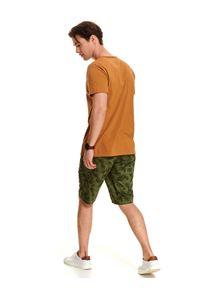 TOP SECRET - T-shirt gładki z dekoltem w serek. Okazja: na co dzień. Typ kołnierza: dekolt w serek. Kolor: żółty. Długość: krótkie. Wzór: gładki. Materiał: bawełna. Długość rękawa: krótki rękaw. Sezon: lato. Styl: klasyczny, casual