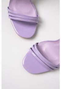 Fioletowe sandały Glamorous z okrągłym noskiem, na klamry