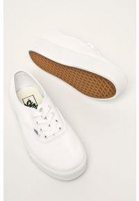 Vans - Tenisówki. Nosek buta: okrągły. Zapięcie: sznurówki. Kolor: biały. Materiał: guma. Obcas: na platformie