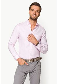 Lancerto - Koszula Różowa Lomiles. Typ kołnierza: button down. Kolor: różowy. Materiał: len, tkanina, bawełna, włókno. Długość: krótkie. Wzór: gładki. Sezon: lato