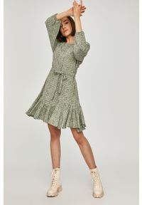 Miętowa sukienka Answear Lab mini, z długim rękawem, rozkloszowana