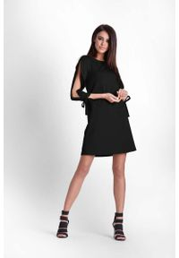 IVON - Czarna Trapezowa Sukienka z Rozciętymi Rękawami. Kolor: czarny. Materiał: poliester, elastan. Typ sukienki: trapezowe