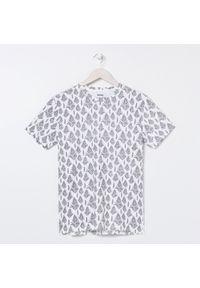 Biały t-shirt Sinsay z nadrukiem