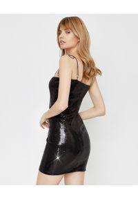 JOANNA MUZYK - Czarna sukienka z cekinami Shine. Okazja: na randkę. Kolor: czarny. Materiał: tkanina. Długość rękawa: na ramiączkach. Styl: elegancki. Długość: mini