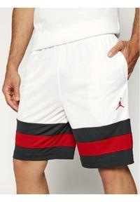 Białe spodenki sportowe Nike do koszykówki