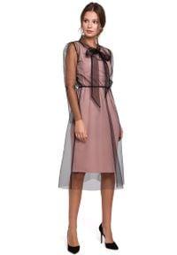 e-margeritka - Sukienka wieczorowa z tiulem pudrowa - 2xl. Typ kołnierza: kołnierzyk stójkowy. Materiał: tiul. Styl: wizytowy. Długość: midi