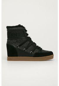 Czarne botki Calvin Klein na średnim obcasie, na sznurówki, na koturnie
