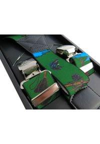 Modini - Długie zielone szelki z motywem wędkarskim XL25. Kolor: zielony. Materiał: skóra, guma