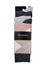 Beżowe skarpetki TOP SECRET w kolorowe wzory
