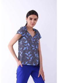 Nommo - Niebieska Klasyczna Bluzka z Ozdobnym Dekoltem V. Kolor: niebieski. Materiał: wiskoza, poliester. Styl: klasyczny