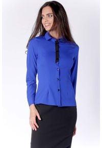 Nommo - Klasyczna Kobaltowa Taliowana Koszula z Czarną Taśmą przy Guzikach. Kolor: czarny, wielokolorowy, niebieski. Materiał: wiskoza, poliester. Styl: klasyczny