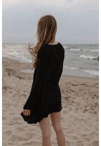 Marsala - Sukienka/tunika oversize z muślinu bawełnianego w kolorze czarnym - BALM BY MARSALA. Okazja: na co dzień, na plażę. Kolor: czarny. Materiał: bawełna. Sezon: lato. Typ sukienki: oversize. Styl: casual