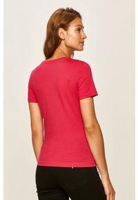 Różowa bluzka Guess Jeans na co dzień, z nadrukiem, casualowa