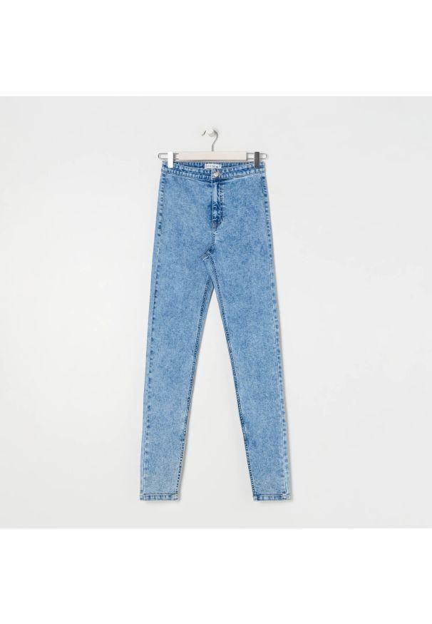 Sinsay - Jeansy skinny high waist - Niebieski. Stan: podwyższony. Kolor: niebieski