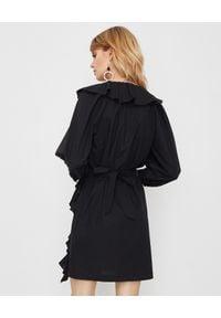 Manila Grace - MANILA GRACE - Czarna sukienka z falbanami. Okazja: na randkę. Typ kołnierza: kołnierz z falbankami, dekolt w kształcie V. Kolor: czarny. Wzór: aplikacja. Typ sukienki: kopertowe. Długość: mini
