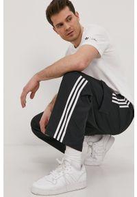 adidas Originals - Spodnie. Okazja: na plażę. Kolor: czarny. Materiał: materiał