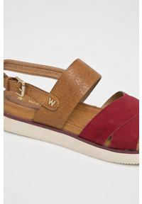 Czerwone sandały Wrangler na obcasie, na średnim obcasie, na klamry