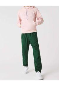 Lacoste - LACOSTE - Jasnoróżowa bluza z kapturem. Typ kołnierza: kaptur. Kolor: wielokolorowy, fioletowy, różowy. Materiał: jeans, bawełna, polar. Wzór: haft, prążki. Styl: klasyczny