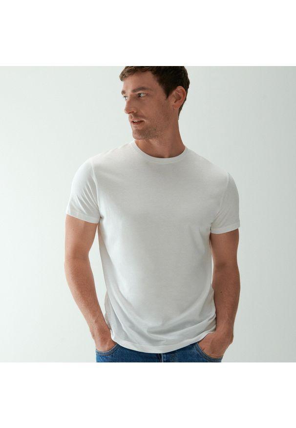 Reserved - Bawełniany t-shirt basic - Biały. Kolor: biały. Materiał: bawełna