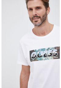 Guess - T-shirt bawełniany. Okazja: na co dzień. Kolor: biały. Materiał: bawełna. Wzór: aplikacja. Styl: casual