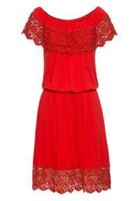 """Sukienka shirtowa z dekoltem """"carmen"""" bonprix czerwony sygnałowy. Typ kołnierza: typu carmen. Kolor: czerwony. Materiał: koronka"""