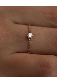 REDLINE PARIS - Złoty pierścionek z diamentami Absolu. Materiał: złote. Kolor: złoty. Kamień szlachetny: diament