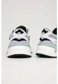 Białe buty sportowe Puma na obcasie, na sznurówki