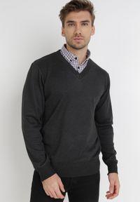 Born2be - Ciemnoszary Sweter Z Wełną Phylasia. Kolor: szary. Materiał: wełna. Wzór: aplikacja. Styl: klasyczny, elegancki