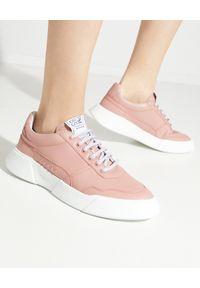 PREMIUM BASICS - Różowe sneakersy z logo. Kolor: różowy, fioletowy, wielokolorowy. Materiał: poliester. Wzór: aplikacja
