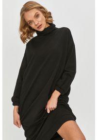 Czarna sukienka Answear Lab na co dzień, z długim rękawem