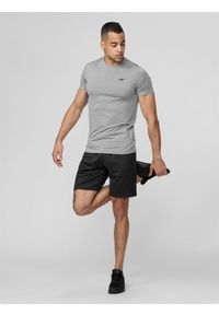4f - Spodenki treningowe męskie. Kolor: czarny. Materiał: włókno, dzianina. Sport: fitness
