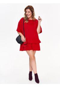 Czerwona sukienka TOP SECRET z podwójnym kołnierzykiem, casualowa