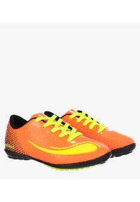 Pomarańczowe buty do piłki nożnej Casu