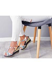 Zapato - sandałki na koturnie - skóra naturalna - model 354 - kolor kwiatek. Okazja: na co dzień. Materiał: skóra. Wzór: kwiaty. Sezon: lato. Obcas: na koturnie. Styl: klasyczny, boho, casual