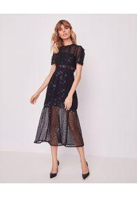 SELF PORTRAIT - Koronkowa sukienka z cekinami. Okazja: na sylwestra. Kolor: czarny. Materiał: koronka. Wzór: koronka, aplikacja. Długość: midi